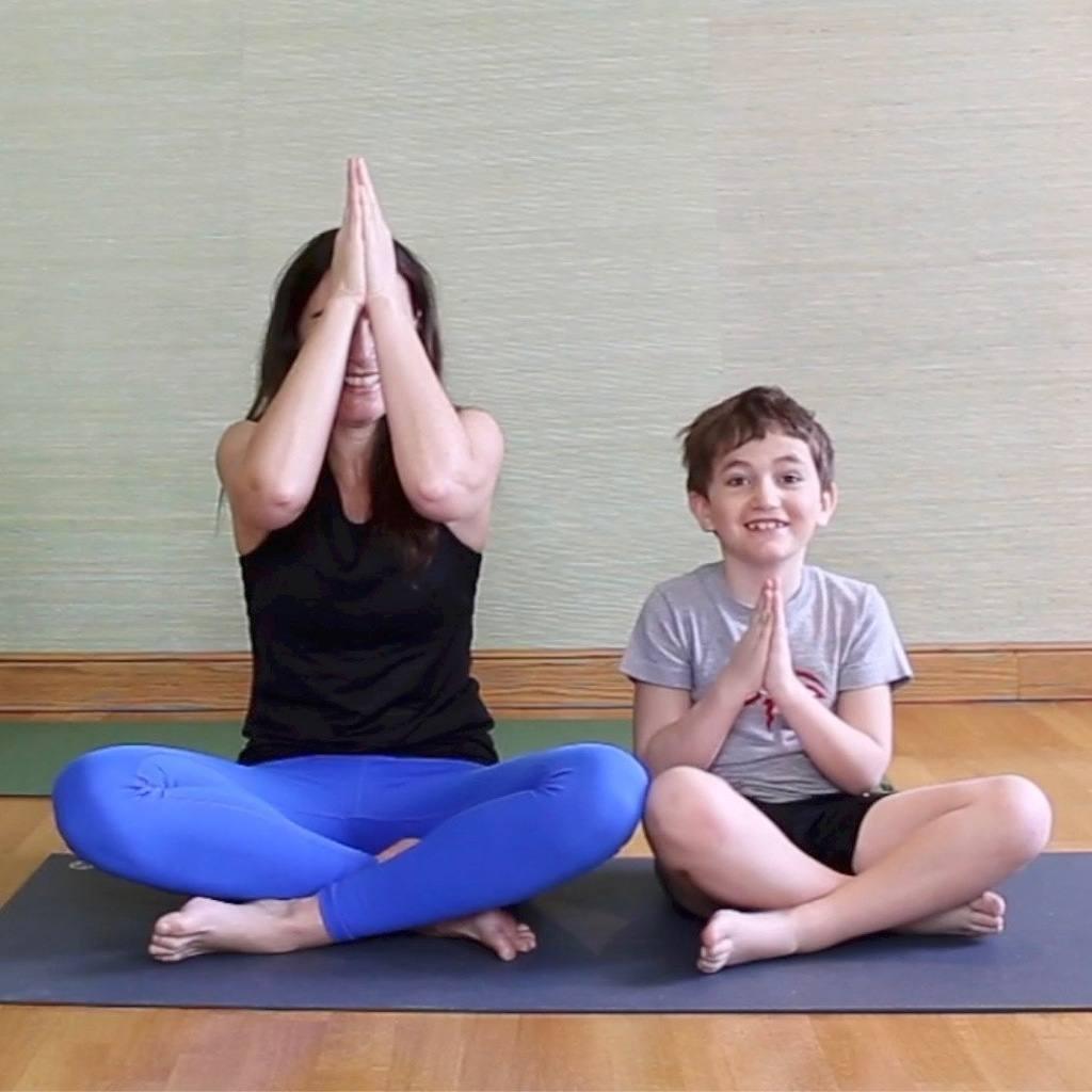 Une séance de yoga pour les enfants ... - YamYoga b29861fdb7a